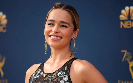 "Emilia Clarke se tatúa en honor a sus dragones de ""Game of Thrones\"""