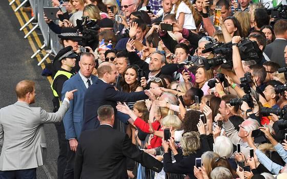 Meghan y Harry aparecen en público a horas de la gran boda