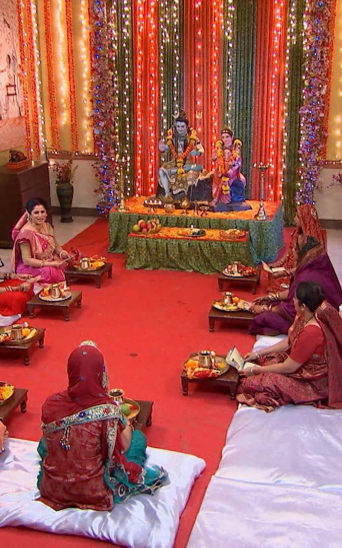 ¡Kumud y su familia celebran la Fiesta Teej!