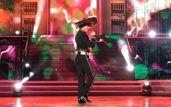 Abimelec Vega se convirtió en el primer cantante clasificado de Rojo