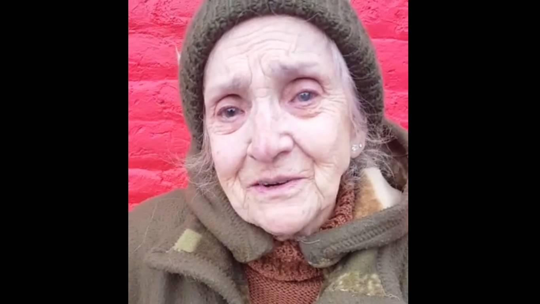 31f961db3 Abuelita busca a solidaria mujer que pagó su compra en un supermercado
