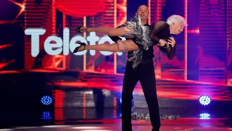 ¡Se pasó! Abuelita bailarina deja a todos atónitos con sus pasos de baile