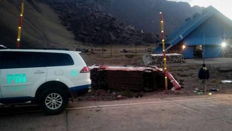 Al menos tres fallecidos tras grave accidente de bus chileno en Argentina