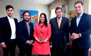 U. Iberoamericana premia a equipo de Luchadores