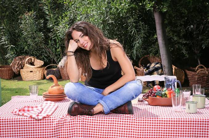 http://www.tvn.cl/incoming/article1506647.ece/ALTERNATES/w620h450/lachucara-personaje-laura-3.jpg
