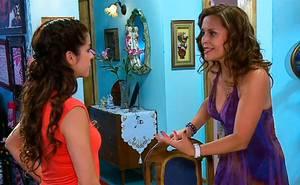 Julia le pide a Amelia que la ayude a recordar