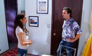 Marco le exige dedicación a Julia