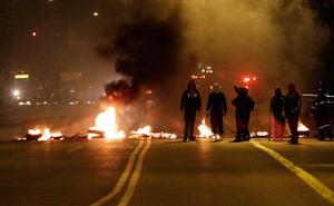 Cortes de luz y buses quemados