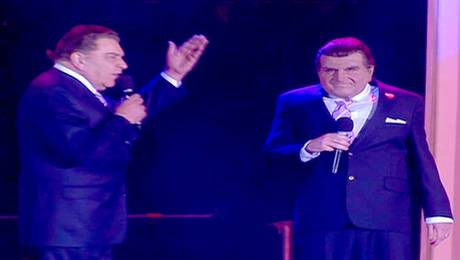 Stefan Kramer imita a Don Francisco