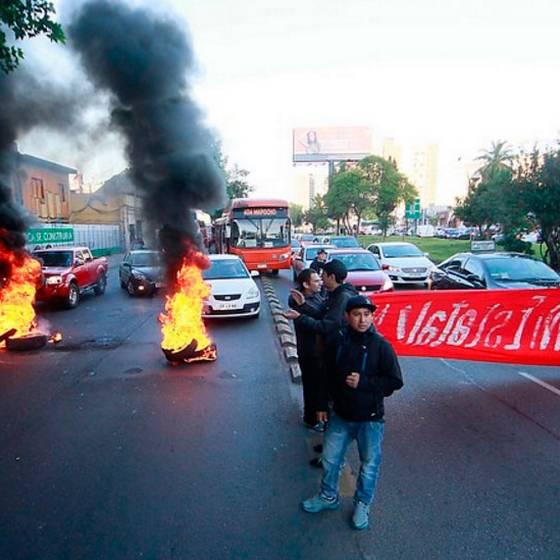 Barricadas y disturbios en medio de paro nacional