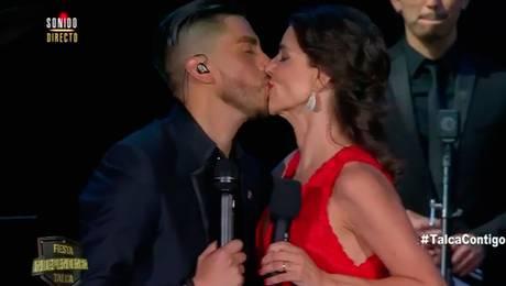 ¡Noche de amor! María Luisa besó a Kanela