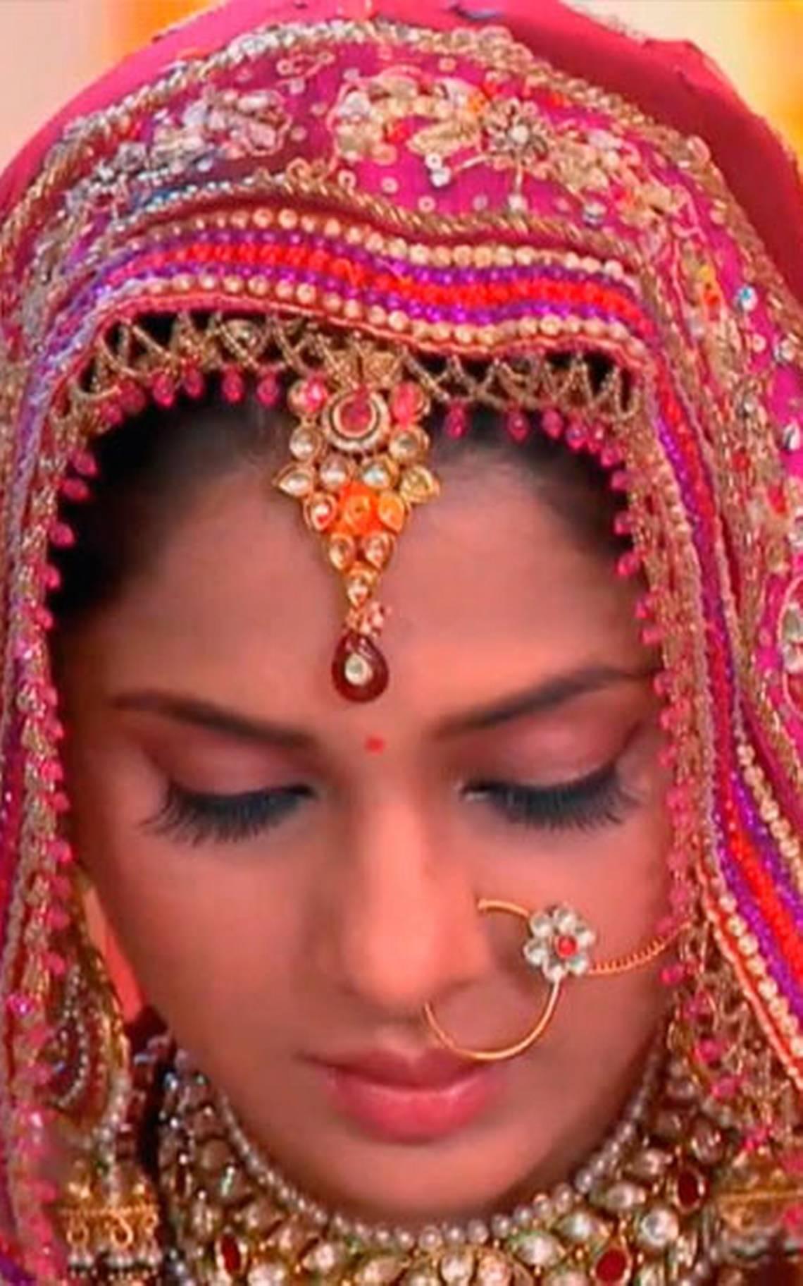 Bindi: El punto rojo que usan las mujeres en la India