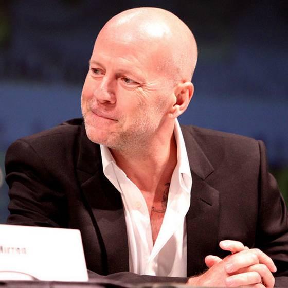 Doble oficial de Bruce Willis desató el caos en Costanera Center