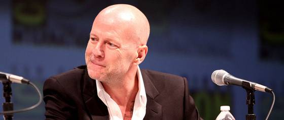 Doble oficial de Bruce Willis desató el caos en Costanera Center