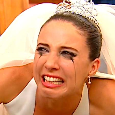 Vestida de novia pagará por sus mentiras