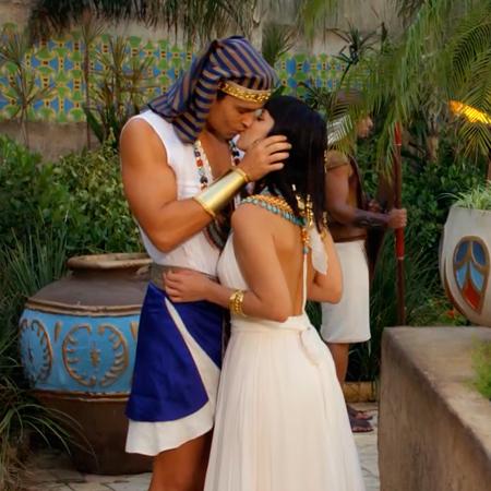 Ramsés besa a Nefertari