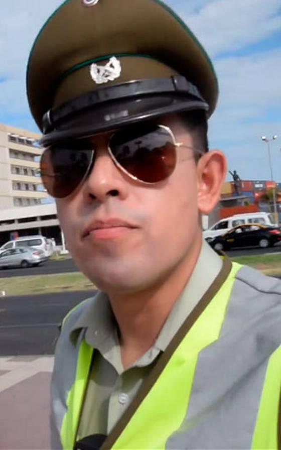 Carabinero \'seco\' para el inglés ayudó a turistas en Arica