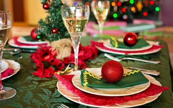 christmas-table-1909796_1920 .jpg
