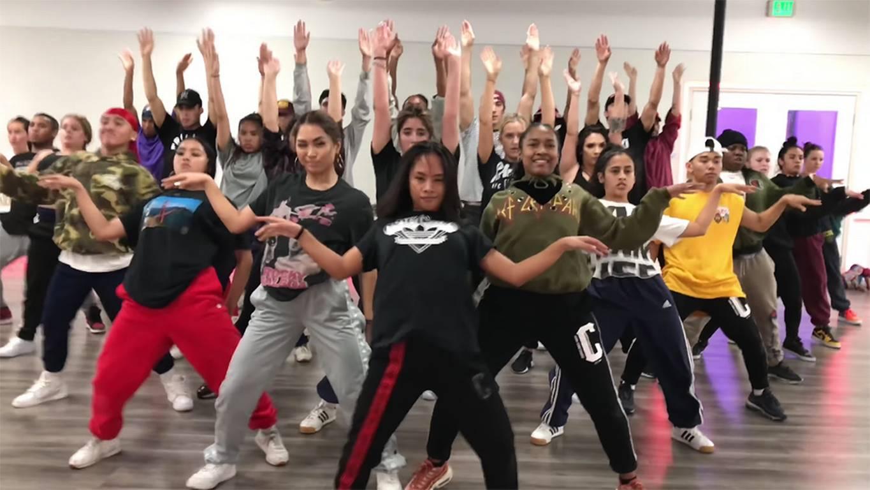 ef8f8cd03a3 La extenuante coreografía que acompaña el nuevo hit de Daddy Yankee ...