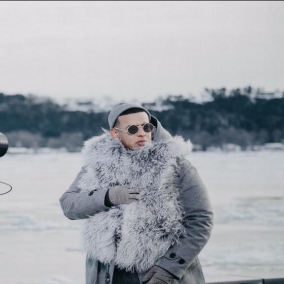 Daddy Yankee sorprende con nueva canción de trap en medio de la nieve