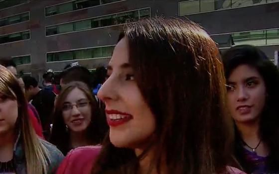 Así Daniela Castillo motiva a postulantes en la gran audición de Rojo