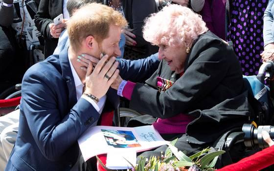 Daphne Dunne: La incondicional fan de 98 años del príncipe Harry