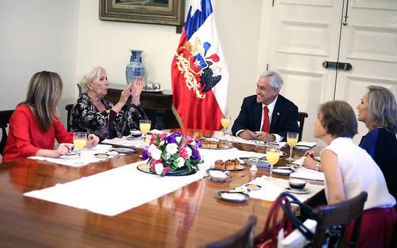 Emblemática Delfina Guzmán recibe homenaje en La Moneda