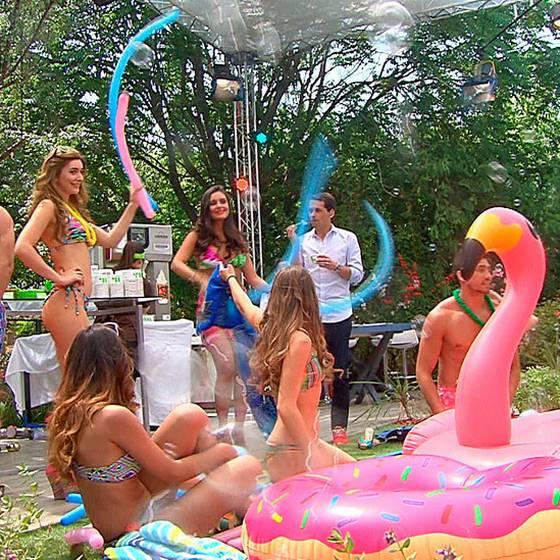 ¡Fiesta de helados y bikinis!