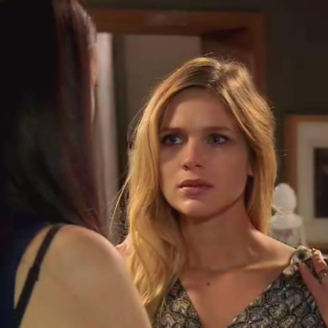 Agustina amenaza a Antonia
