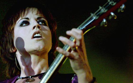 "Muerte de vocalista de The Cranberries no es tratada como ""sospechosa\"""
