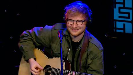 Ed Sheeran se luce con covers de 50 Cent y Coldplay