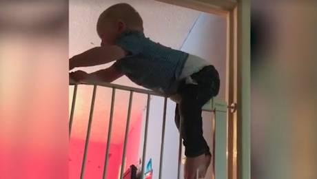 """La increíble acción con que niño """"Spiderman"""" se fuga de su habitación"""
