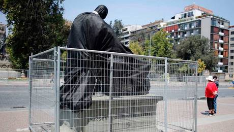 Molestia por daños a escultura del MNBA provocados por camión de Fórmula E