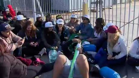 Fanáticos acampan a la espera de Bruno Mars