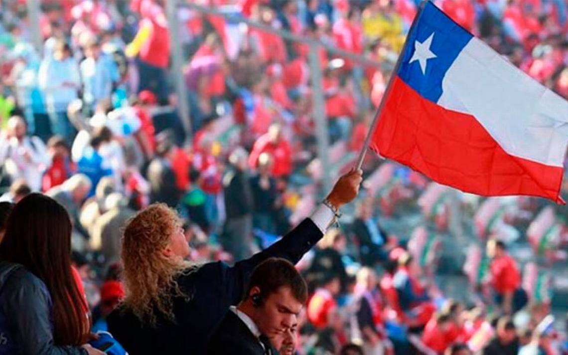 Comienzan a flamear las 20 mil banderas regaladas por Farkas