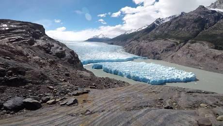 El impactante desprendimiento en el Glaciar Grey