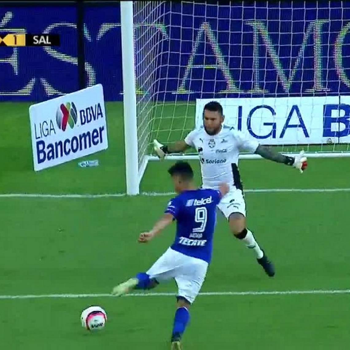 Golazo de Felipe Mora dio el empate a Cruz Azul