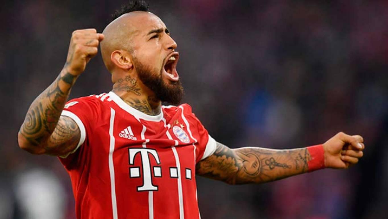 Arturo Vidal se luce iniciando goleada de Bayern sobre Augsburgo