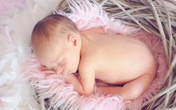 Se buscan voluntarios para dar abrazos a recién nacidos