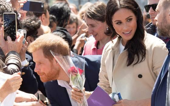 """El divertido \""""ataque de celos\"""" del Príncipe Harry por regalo a Meghan"""