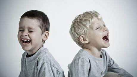 Estudio afirma que los hermanos mayores son más inteligentes