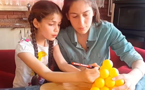 """La pequeña \""""Elif\"""" también se luce como Youtuber"""