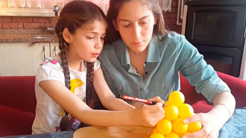 """La pequeña """"Elif"""" también se luce como Youtuber"""