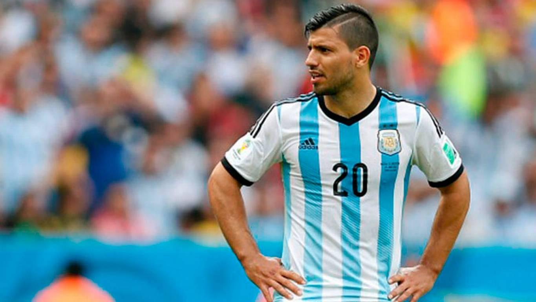 ¡Argentina pierde al Kun! Dos meses fuera tras choque en Holanda