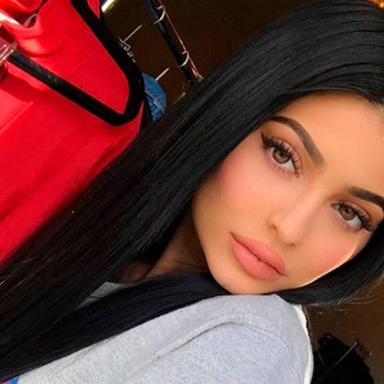 Kylie Jenner publica la primera fotografía de su hija y ¡ya sabemos su nombre!