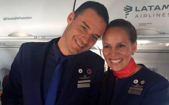 Papa Francisco casó a pareja en el avión que lo llevaba a Iquique