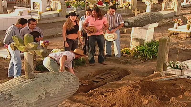 María Teresa abrió la tumba de su madre