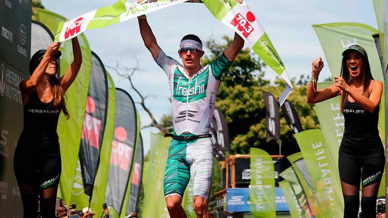 ¡Impuso nuevo récord! Lionel Sanders se adjudica el IronMan Pucón 2018