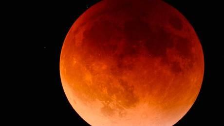 """Coincidencia de fenómenos darán origen a la llamada """"Superluna Azul de Sangre"""""""