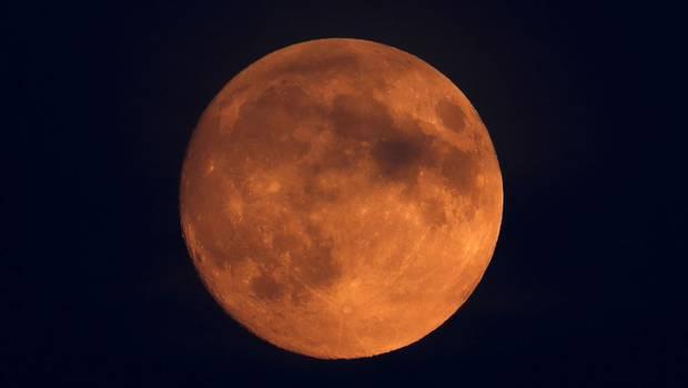 """Horóscopo: ¿Cómo influirá la \""""luna roja\"""" en los signos?"""